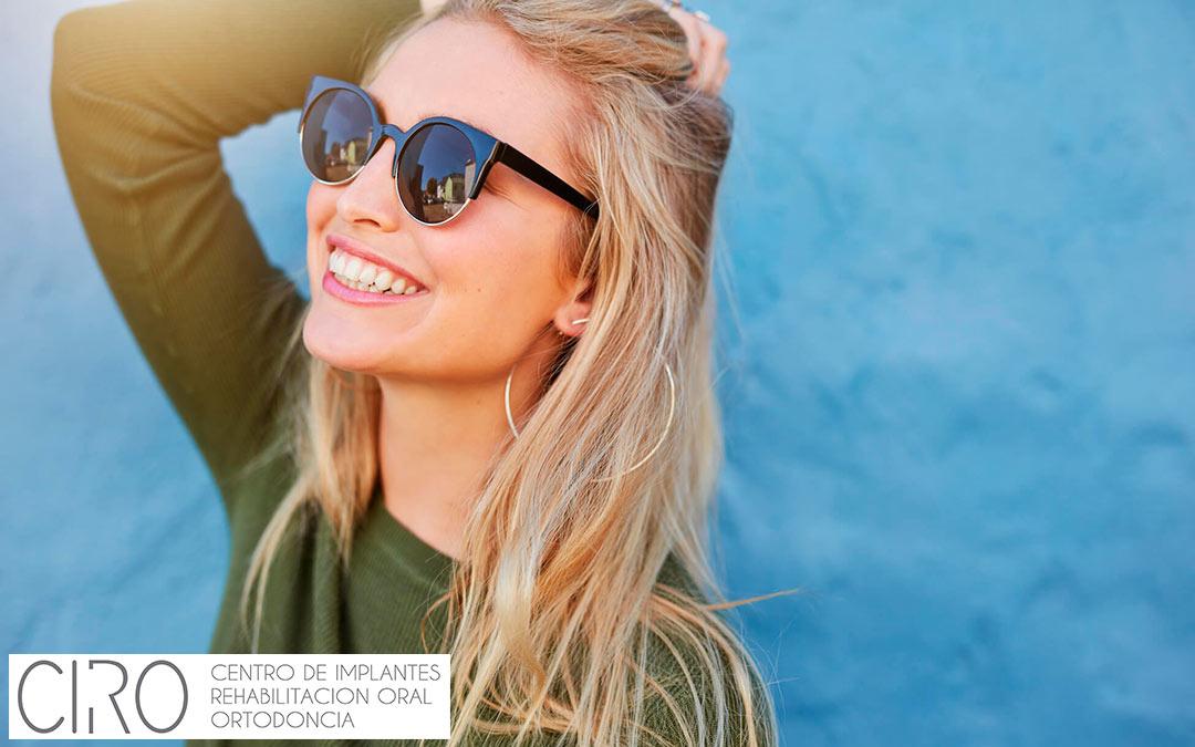 Carga inmediata sobre implantes dentales: ¡Vuelve a sonreír en el día!