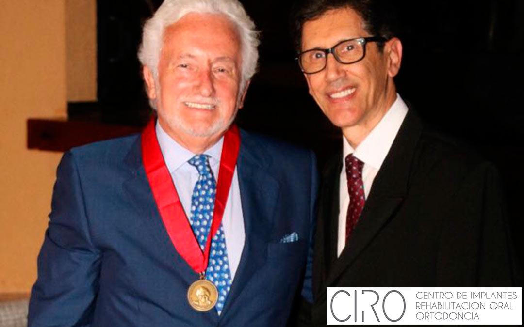 El Dr. Vicente Jiménez recibe en Brasil la Medalla al Mérito Científico de la FIOFM
