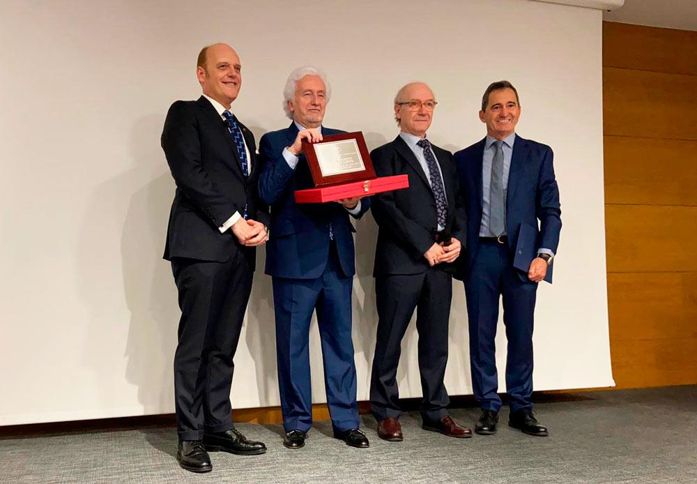 El Colegio de Odontólogos de Aragón entrega el premio «Curso del Año» al Dr. Vicente Jiménez